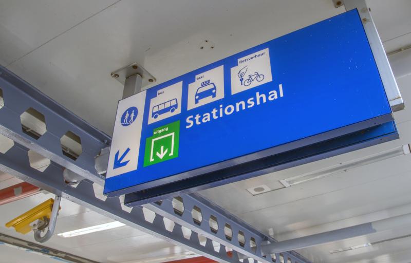 Foto stationsbord (Robert van 't Hoenderdaal).