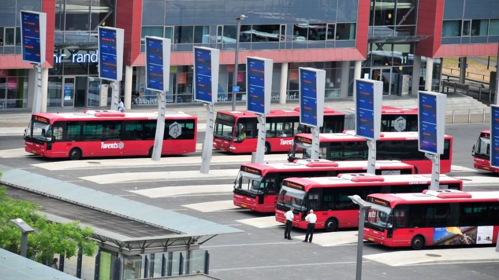 Dynamisch busstation (Enschede) - Foto Louis Haagmsn